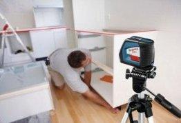 Скористайтеся нівеліром для рівною установки вбудованих меблів